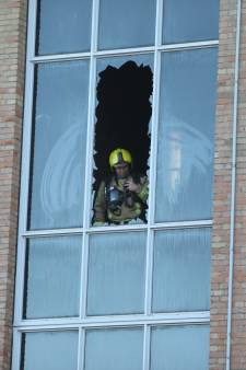Brand in flat aan de Leyweg: vijf mensen naar het ziekenhuis