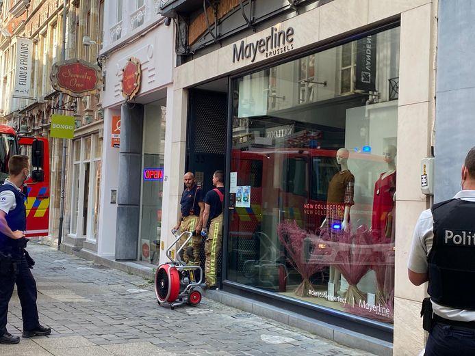 De brand deed zich voor in de Mayerline. Een klerenwinkel in de Mageleinstraat.