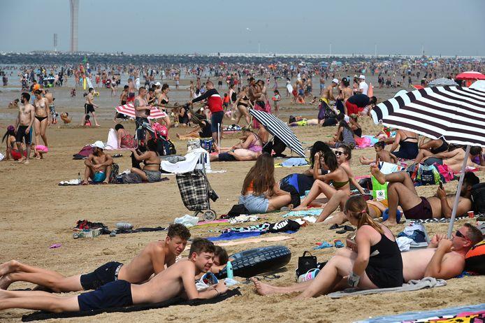 De man sloeg vorige zomer toe op het strand van Oostende.