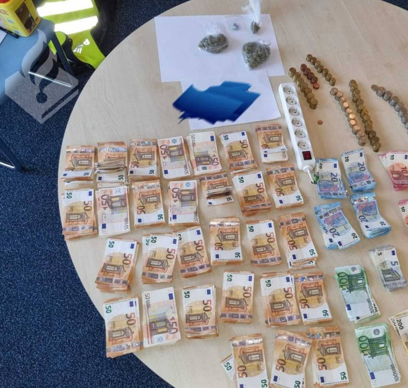 De vondsten die door de politie woensdagavond werden gedeeld op Instagram.