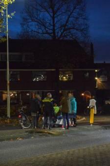 Politie op zoek naar automobilist die fietser op Gorcumse rotonde omver reed