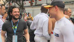 """Onze F1-watcher in Monaco ziet dat Game of Thrones-ster Stoffel nog niet vergeten is: """"Het lijkt zelfs een hartelijk weerzien"""""""