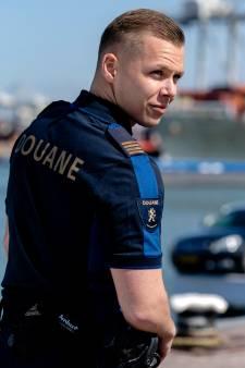 Douaniers krijgen nieuw uniform, ontworpen door Mart Visser: 'Ze gaan er nét wat stoerder van lopen'