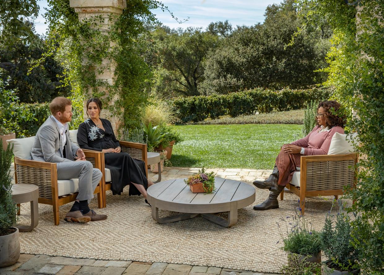 Oprah Winfrey in gesprek met Meghan en Harry, zondag te zien op de Amerikaanse nieuwszender CBS. Beeld VRT