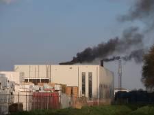 Brandweer rukt met spoed uit voor brandmelding in palletfabriek in Dongen, machine blijkt niet goed afgesteld