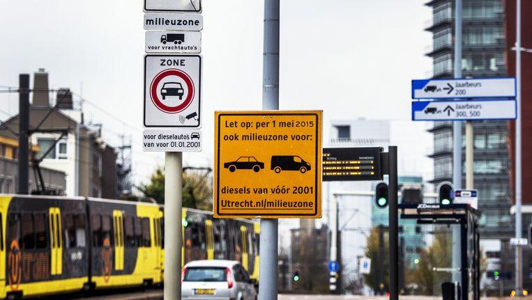 Het begin van de milieuzone in Utrecht. Beeld Raymond Rutting / de Volkskrant