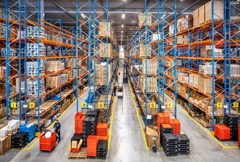 Het distributiecentrum van Dille & Kamille in Waddinxveen, vanwaar alles naar de winkels gaat.  Beeld Raymond Rutting / de Volkskrant