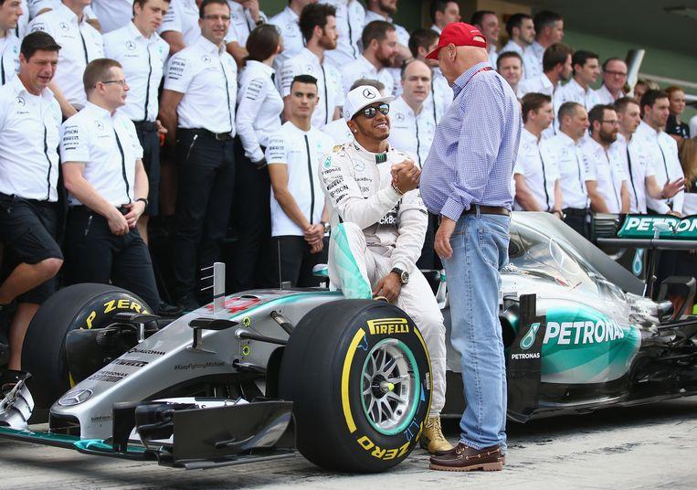 Niki Lauda en Lewis Hamilton in Abu Dhabi, 2015. Beeld Getty Images