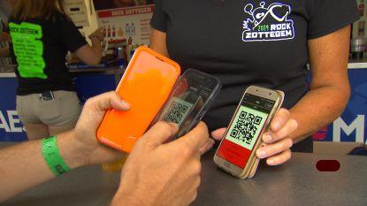 """Pintjes kopen met je smartphone: """"Het systeem werkt goed, maar gevaarlijk voor je bankrekening"""""""