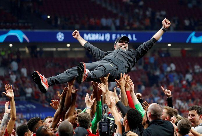 Klopp wordt bejubeld na de Champions League-zege.