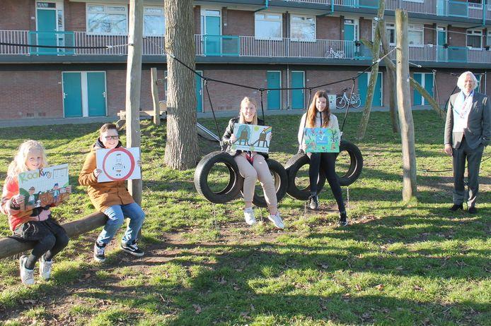 Als start van de gezamenlijke Nieuwegeinse samenwerking 'Op weg naar een Rookvrije Generatie', werden afgelopen maandag vier jonge prijswinnaars bekendgemaakt van een tekenwedstrijd voor nieuwe speeltuinborden.