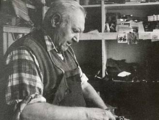 """""""Hij maakte niet alleen je schoenen, hij vrolijkte ook je hart op"""": afscheid van langst werkende Belg Vic Van Alphen (95), schoenmaker van zijn 14de tot zijn 91ste"""