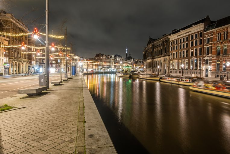 Amsterdam tijdens de lockdown. De Nederlandse regering speelt met het idee om een avondklok in te voeren om de verspreiding van de coronavirus-variant uit het VK aan te pakken. Beeld Joris van Gennip