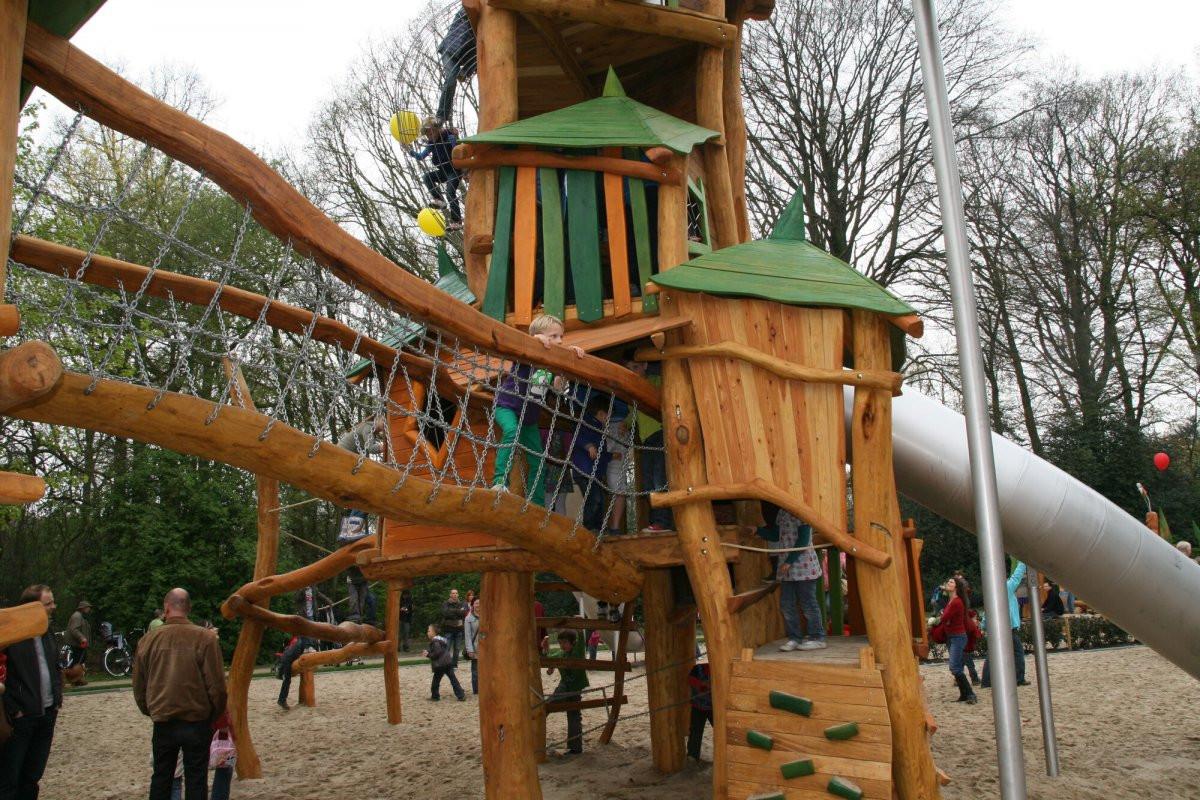 Op 17 en 28 juni worden er herstellingswerken uitgevoerd aan het speeltuig met toren in de speeltuin van het gemeentepark van Kapellen