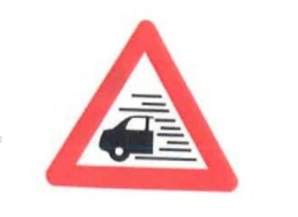 Dit nieuwe verkeersbord zal waarschuwen voor mist op de weg.