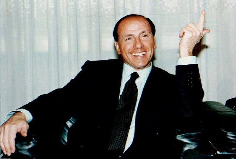 Berlusconi tijdens een persconferentie in 1994 van zijn partij Forza Italia. Beeld AFP