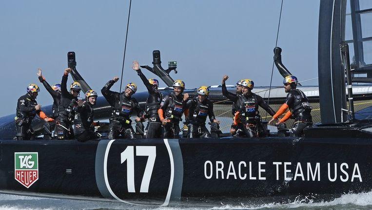 Het Amerikaanse team dinsdag in San Francisco na het winnen van de achttiende race.