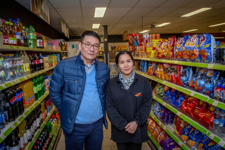 Ming Jiang en Shuyi Liu zijn de nieuwe eigenaren van de dorpswinkel van Bergharen.