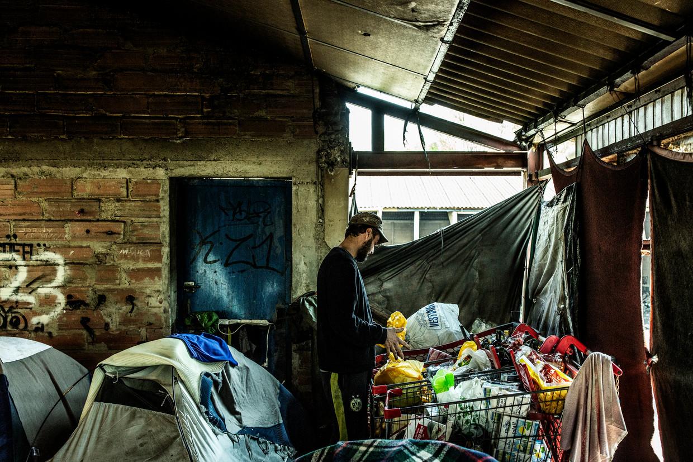 De Maesschalck trok de voorbije weken - illegaal - naar het vluchtelingenkamp in Duinkerke om er te helpen. 'Dat zijn situaties zoals in Lesbos, maar dan op luttele afstand van België.' Beeld Franky Verdickt