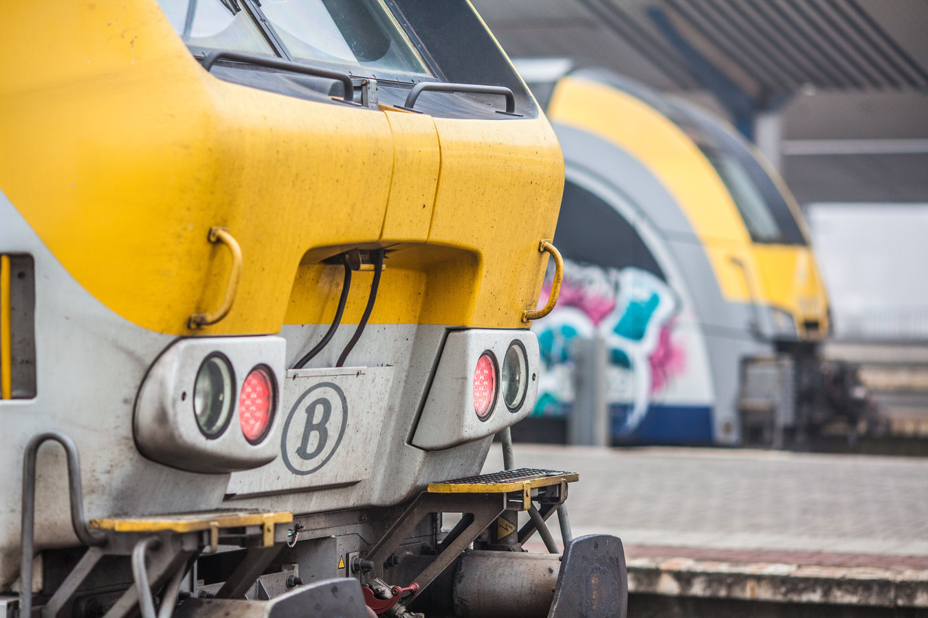 Train SNCB en gare de Charleroi-Sud