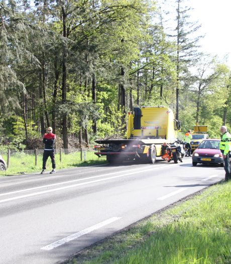 Meerdere voertuigen betrokken bij ongevallen in Wierden: één auto in de sloot