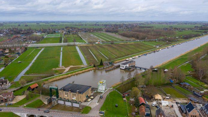 In de buurt van het Kolffgemaal in Hardinxveld-Giessendam wordt een nieuw gemaal gebouwd. Dat moet in 2026 in gebruik worden genomen.