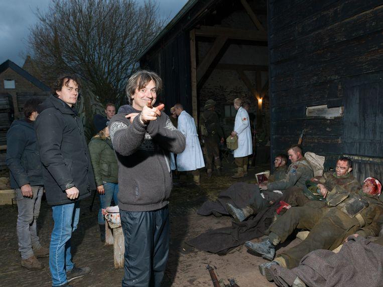 Regisseur Matthijs van Heijningen jr. op de set van De slag om de Schelde. Beeld Ivo van der Bent