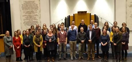 Jolanda van de Wege is de nieuwe dirigent van jongerenkoor Hananja