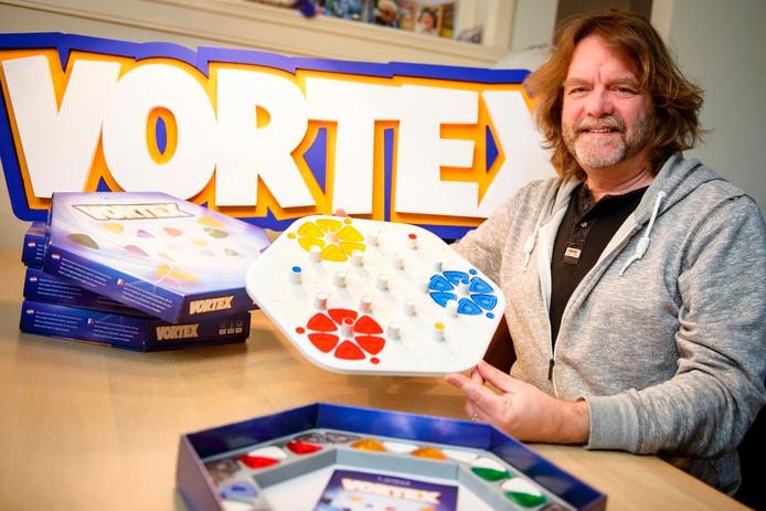 Bedenker Hans Beeftink met het spel Vortex.