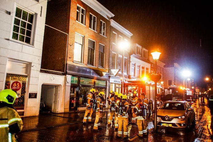 De brandweer rukte maandagochtend vroeg uit naar de Westwagenstraat in Gorinchem, voor een brand en (mogelijke) explosie in een appartement.