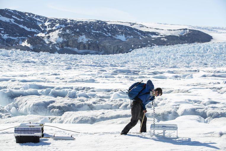 Metingen op een gletsjer in Groenland. Beeld Thomson Reuters