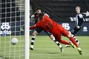 Robin Pröpper (links) was een van de spelers die een halve minuut na rust vrij stond om de 3-0 binnen te koppen namens Heracles Almelo.
