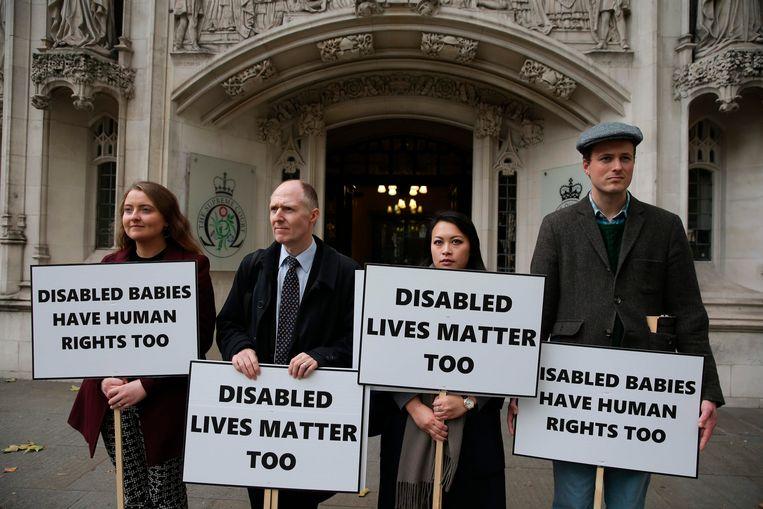Tegenstanders van abortus verzamelden vandaag aan het Hooggerechtshof in Londen. Beeld AFP