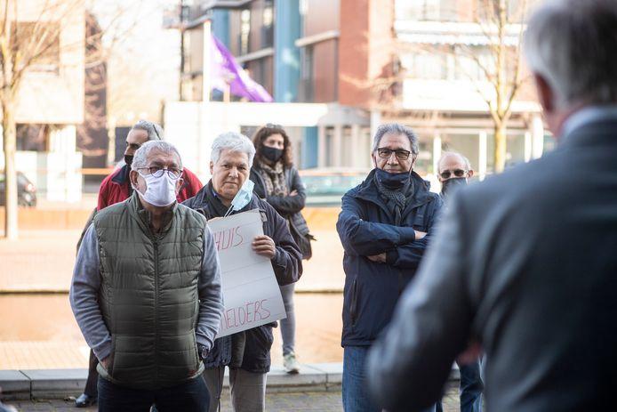 In april protesteerden leden van ATIB op de stoep van het stadhuis. Burgemeester Arjen Gerritsen nam een petitie met handtekeningen in ontvangst.