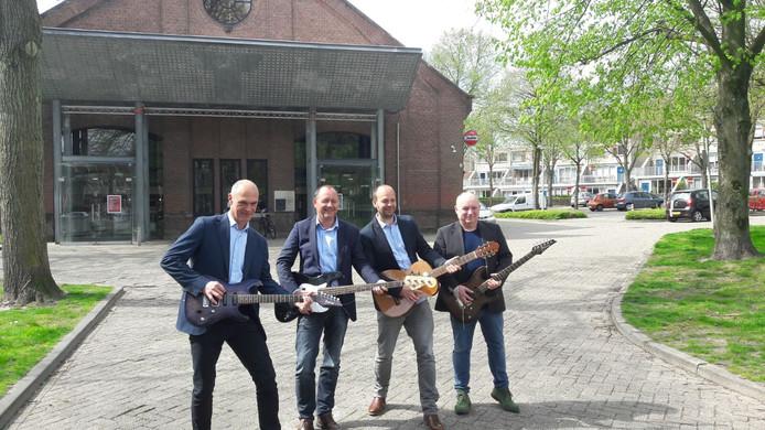 De uitreiking van de Guitar Award is de komende drie jaar in Gebouw-T. vlnr: John van de Valk (Sena), wethouder Arjan van der Weegen, zakelijk leider Gert-Jan de Koster (Gebouw-T) en Jean-Paul Heck (SEGA)