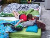 Slapen in eigen tuin, dobberen in een badje of een drankje op het terras: stuur je zomerfoto in!