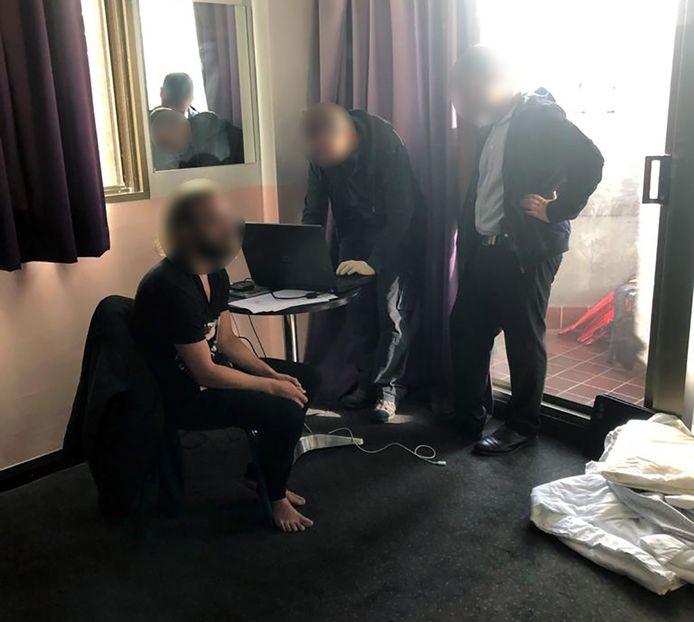 La police australienne a diffusé cette photo de l'arrestation du Belge.