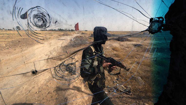 Soennitische extremisten, onder wie leden van terreurorganisatie ISIS, hebben twee belangrijke grensposten overgenomen aan de grens van Irak met Jordanië en Syrië Beeld AFP