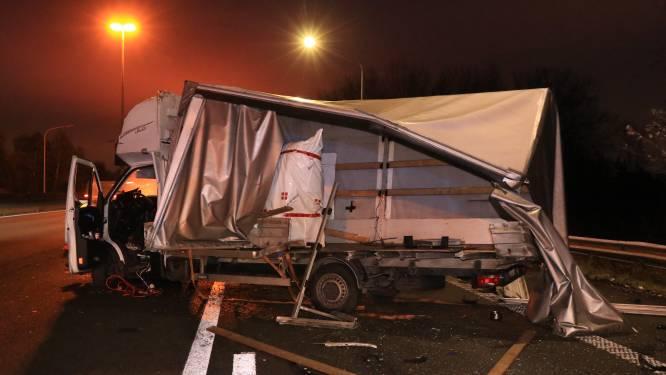 Twee bestuurders komen zonder schrammen uit zware crash op E17