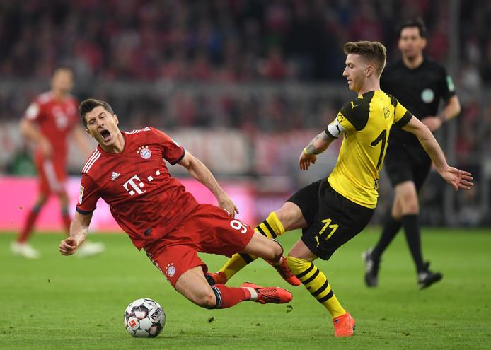Robert Lewandowski en Marco Reus tijdens Borussia Dortmund - Bayern München op 6 april dit jaar.
