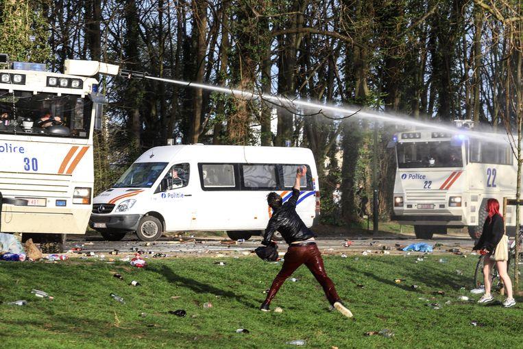 De rellen in het Ter Kamerenbos in Brussel. Beeld BELGAIMAGE