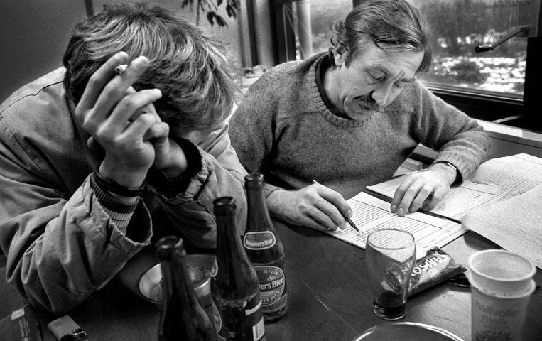 Ton van Dijk in de jaren tachtig als docent op de School voor Journalistiek in Utrecht. Beeld Paul Teixeira / Villamedia.nl