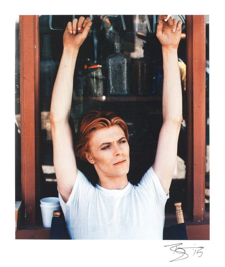 Een foto van Bowie tijdens zijn Ziggy Stardust-tournee in de seventies, gesigneerd door de man zelf.  Beeld rv Geoff Maccormack