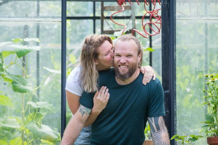 Nikki Kenters en haar vriend Chase Rooks starten een crowdfunding actie vanwege de ziekte SCA7 waar Chase aan lijdt.