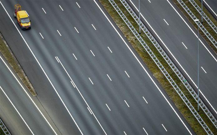 De snelweg A1 ter hoogte van Muiden.