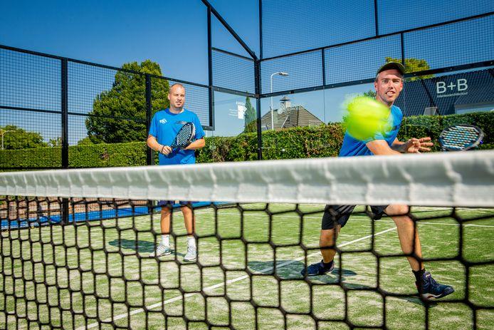 Steeds meer mensen gaan tennissen, onder meer de introductie van het dynamische padel helpt mee aan de populariteit van de racketsport.