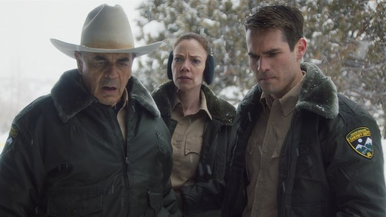 Robert Forster (l.) in 'The Wolf of Snow Hollow' Beeld TMDB
