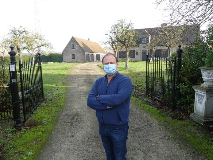 Schepen Bart Van Thuyne aan de toekomstige nieuwe verkaveling in Grammene.