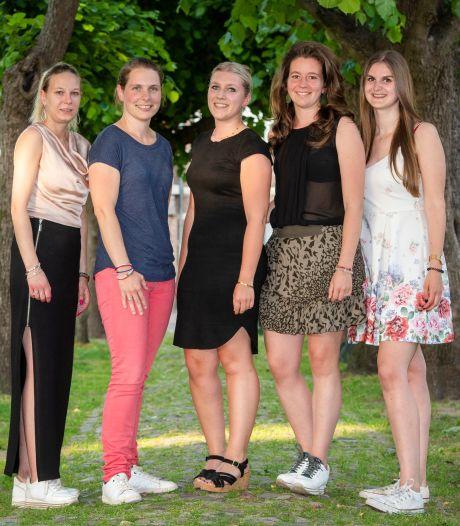 Tussenstand van vijf jonge vrouwen na een jaar in de raad van Oisterwijk
