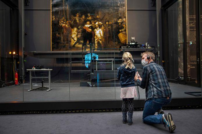 Toen je nog naar het museum kon, al was het maar met weinig mensen tegelijk, zoals hier in het Rijksmuseum in Amsterdam.